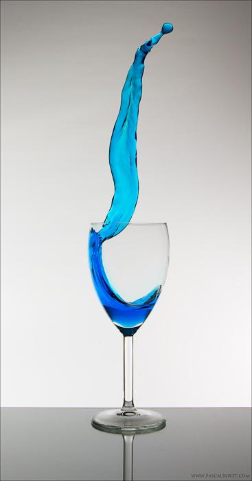 Sliding table: Splash in a glass