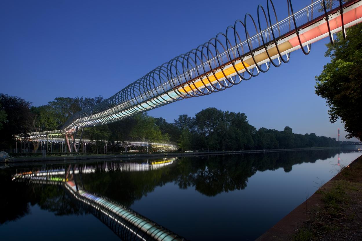 Slinky Springs to Fame - Rehberger Brücke I