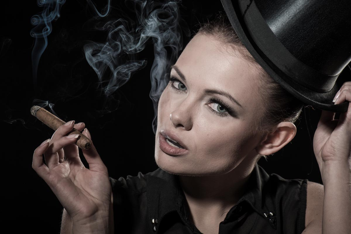 smoking VALERIA