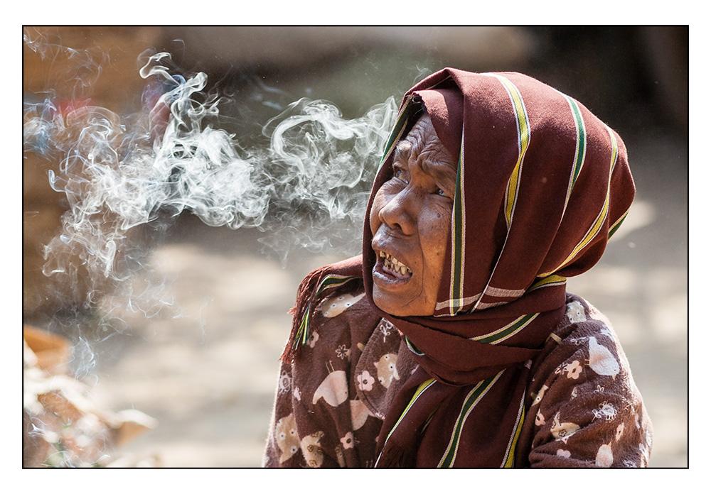 Smoking woman - 02