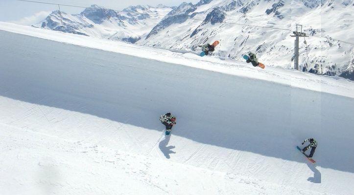 Snowboarding Half Pipe Davos Jakobshorn