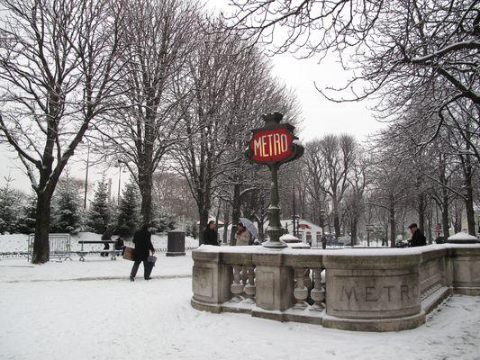 snowing on the Champs Elysées