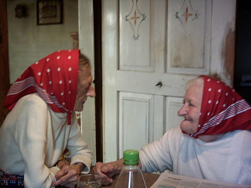 So sitzen sie einträglich Tag für Tag in ihrer Küche
