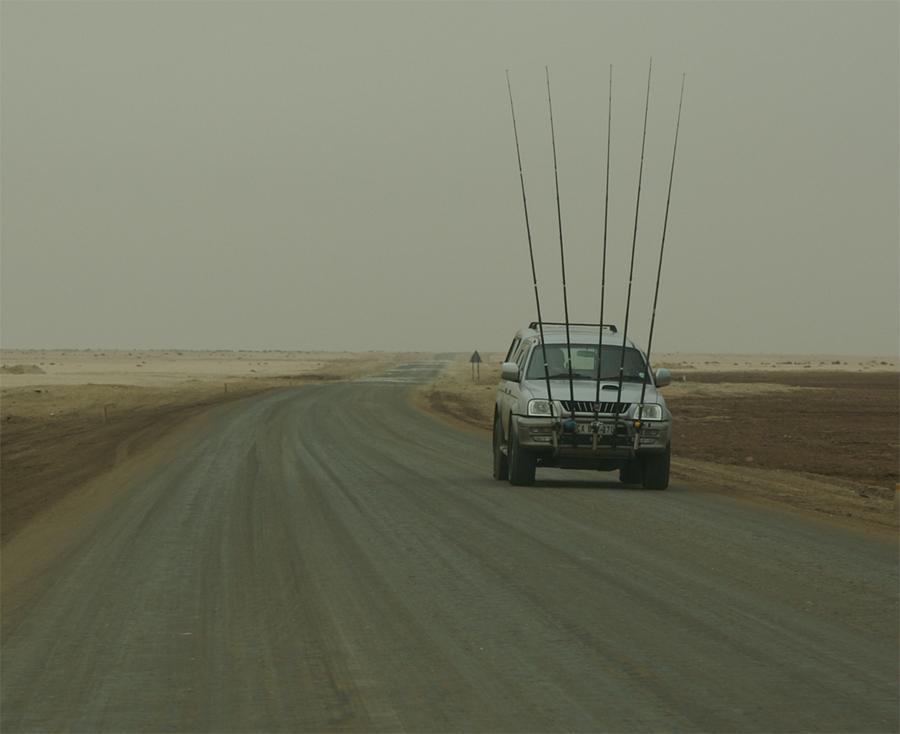 So werden in Namibia Angelruten transportiert!