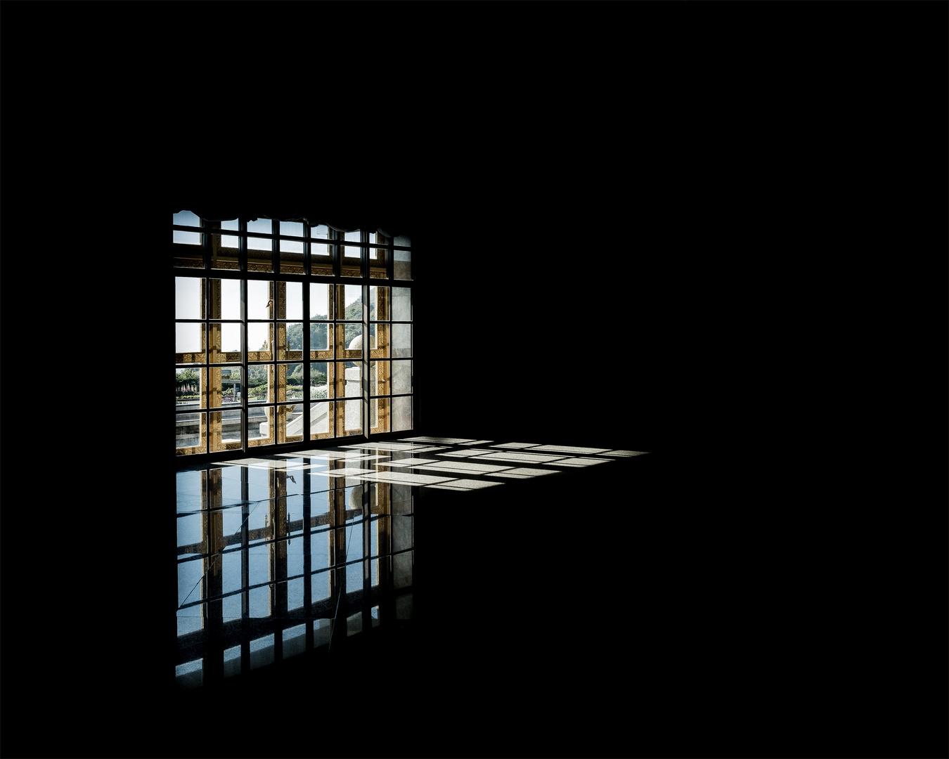 So wie Spiegelungen auf jeder ruhigen Fläche erscheinen,