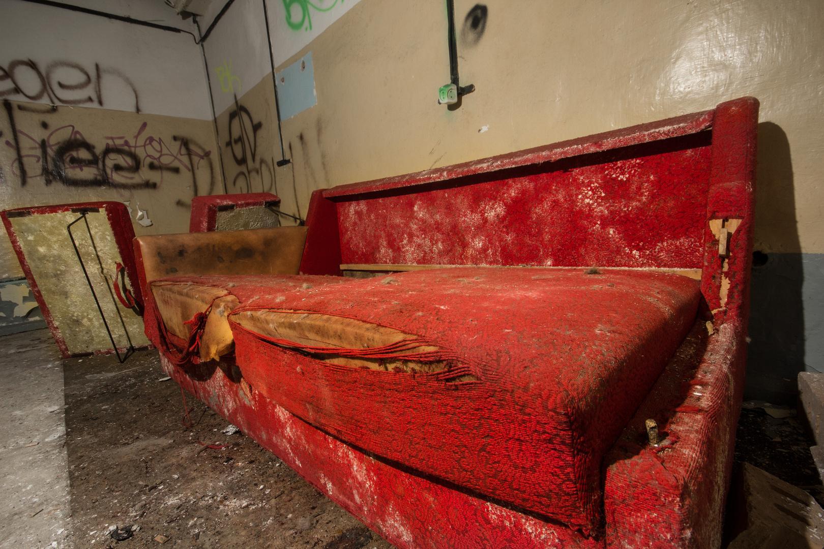 sofa im bunker