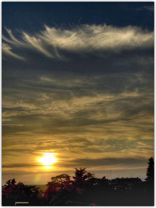 Sol enfermo en mar de nubes (HDR)