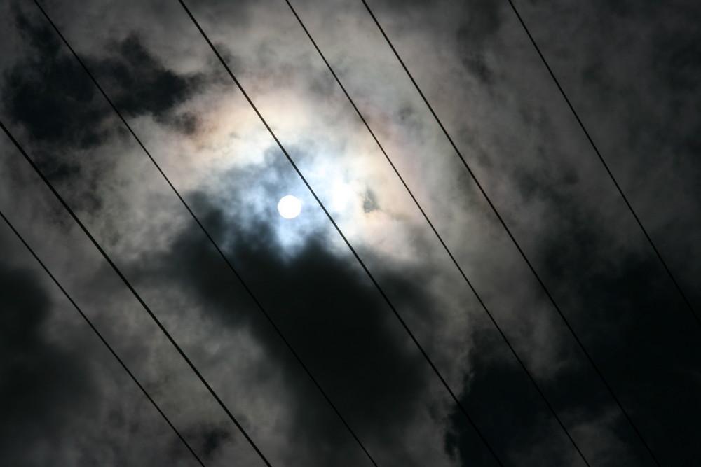 sol, nubes, hilos