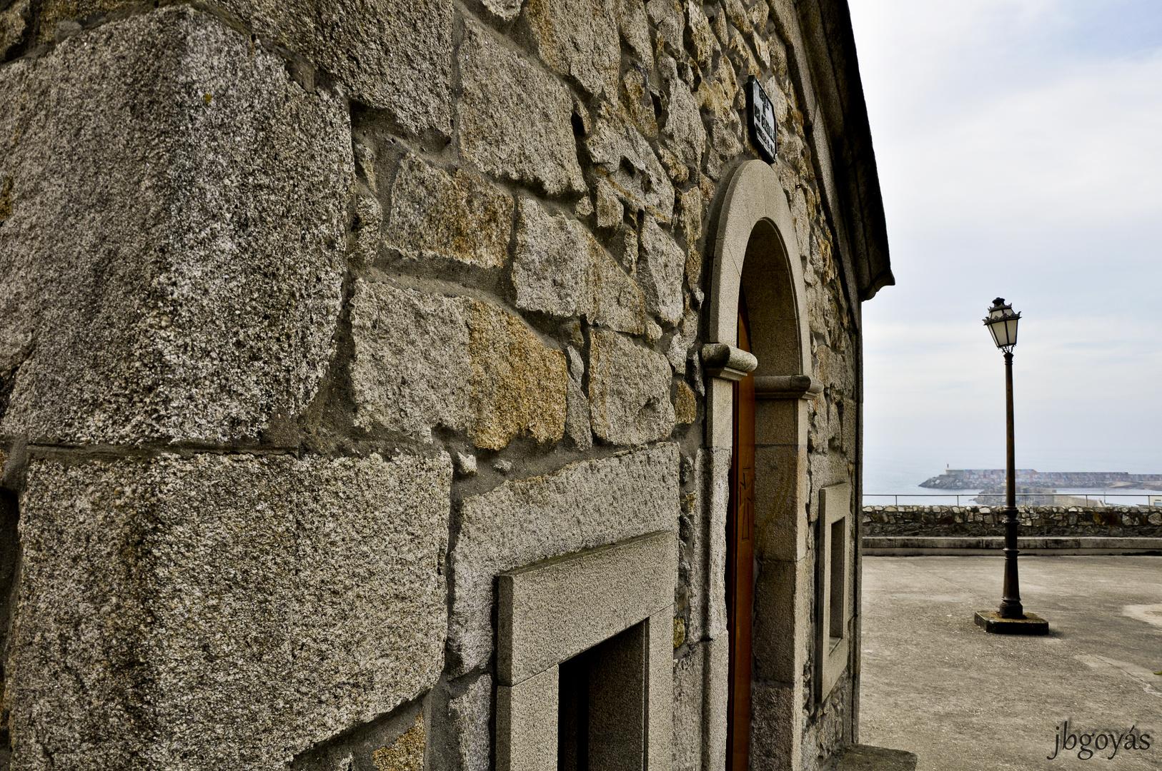 Sóla, junto a la capilla.