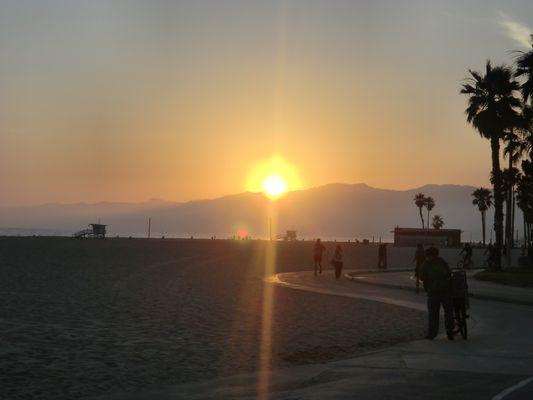 soleil couchant sur L.A .........