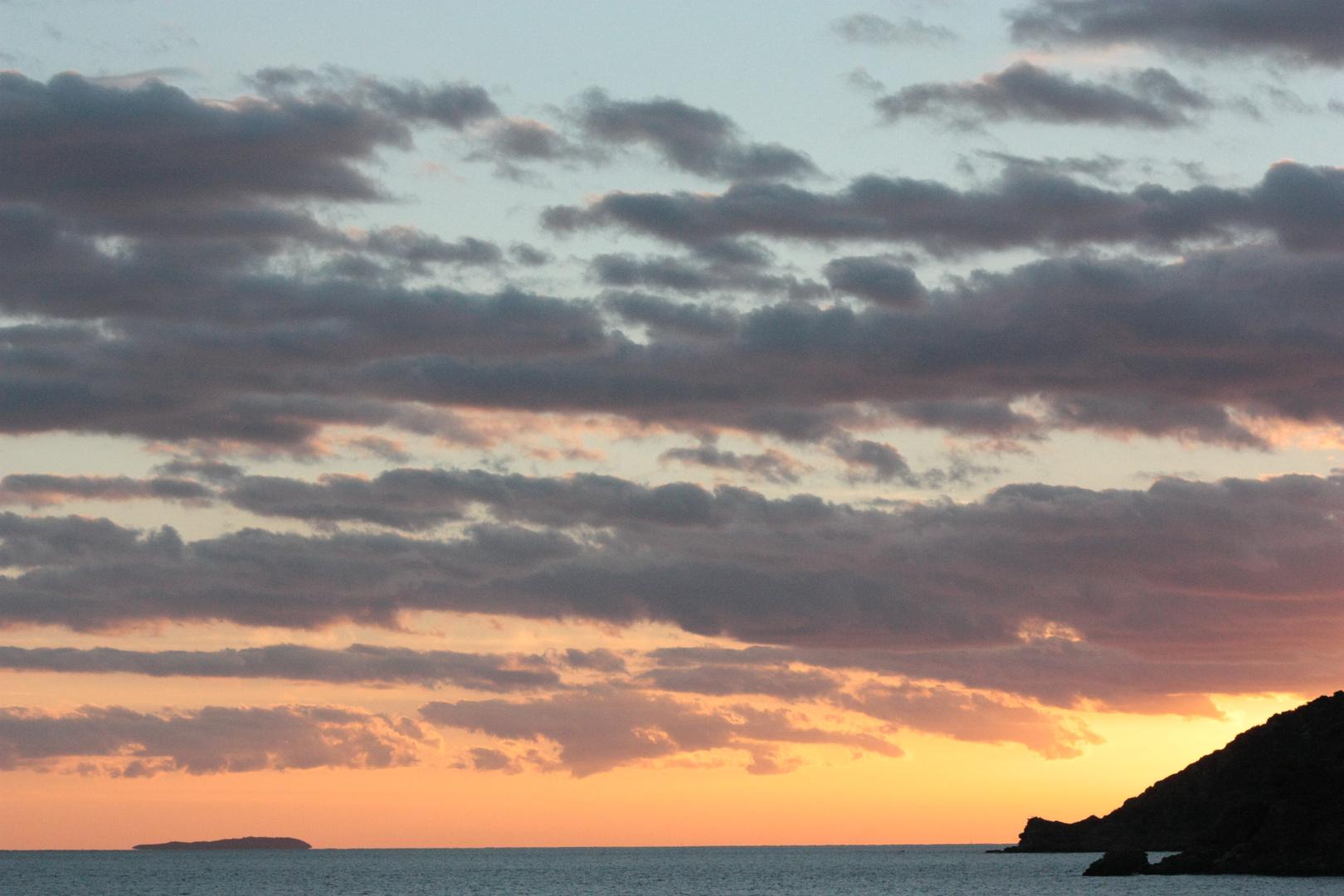 soleil couchant sur l'ile du levant