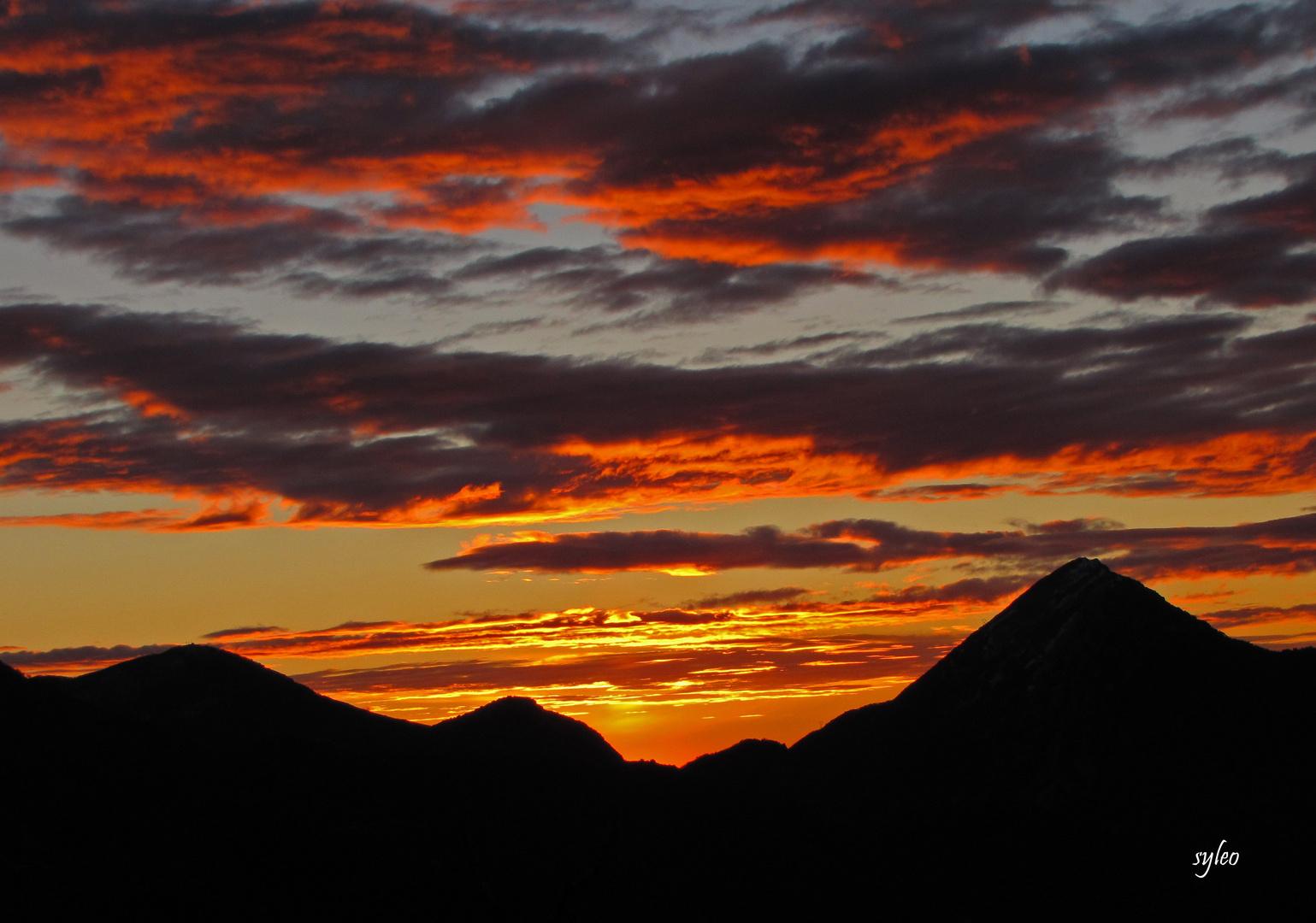 soleil levant sur berre les alpes