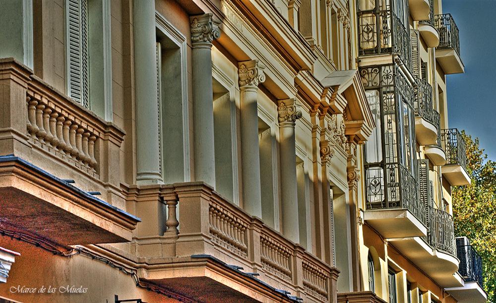 ...solo balcones en color...
