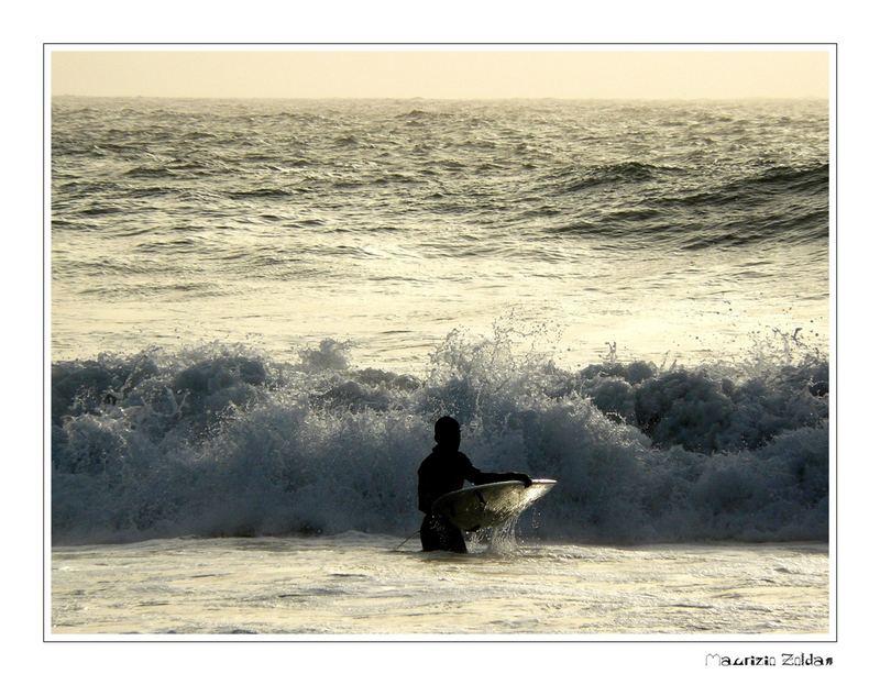 ......Solo contro l'onda....