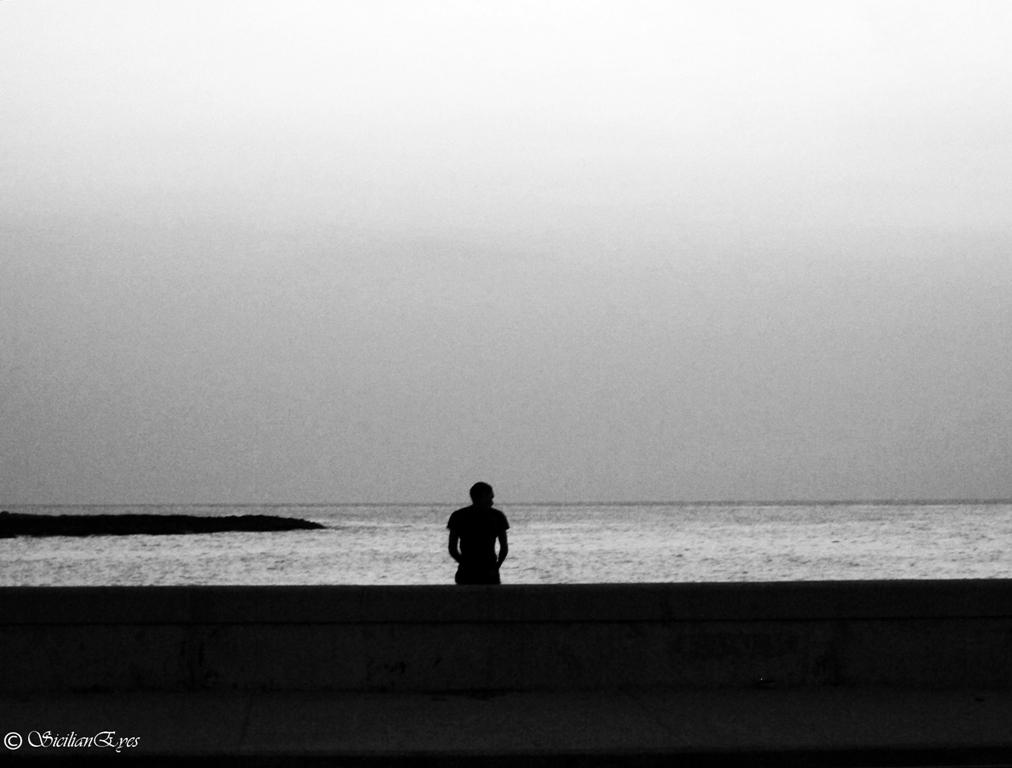 Solo junto al mar