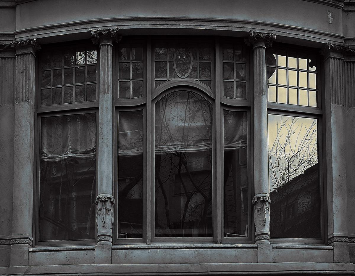 """""""Solo ventanales y días nublados """" ll"""