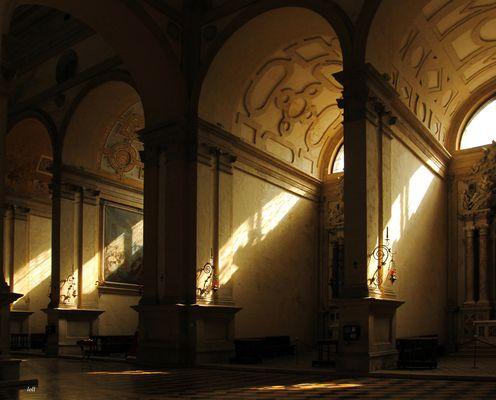 ...solo...luz y sombra...