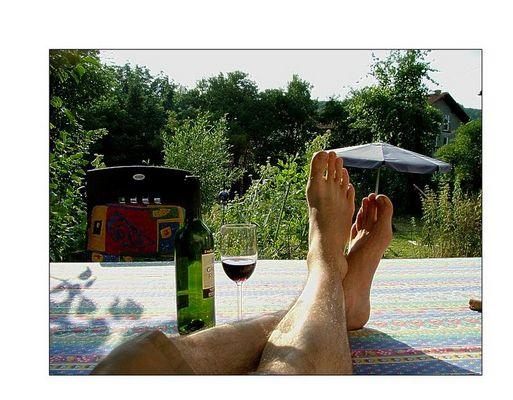 Sommerfüße mit Rotwein