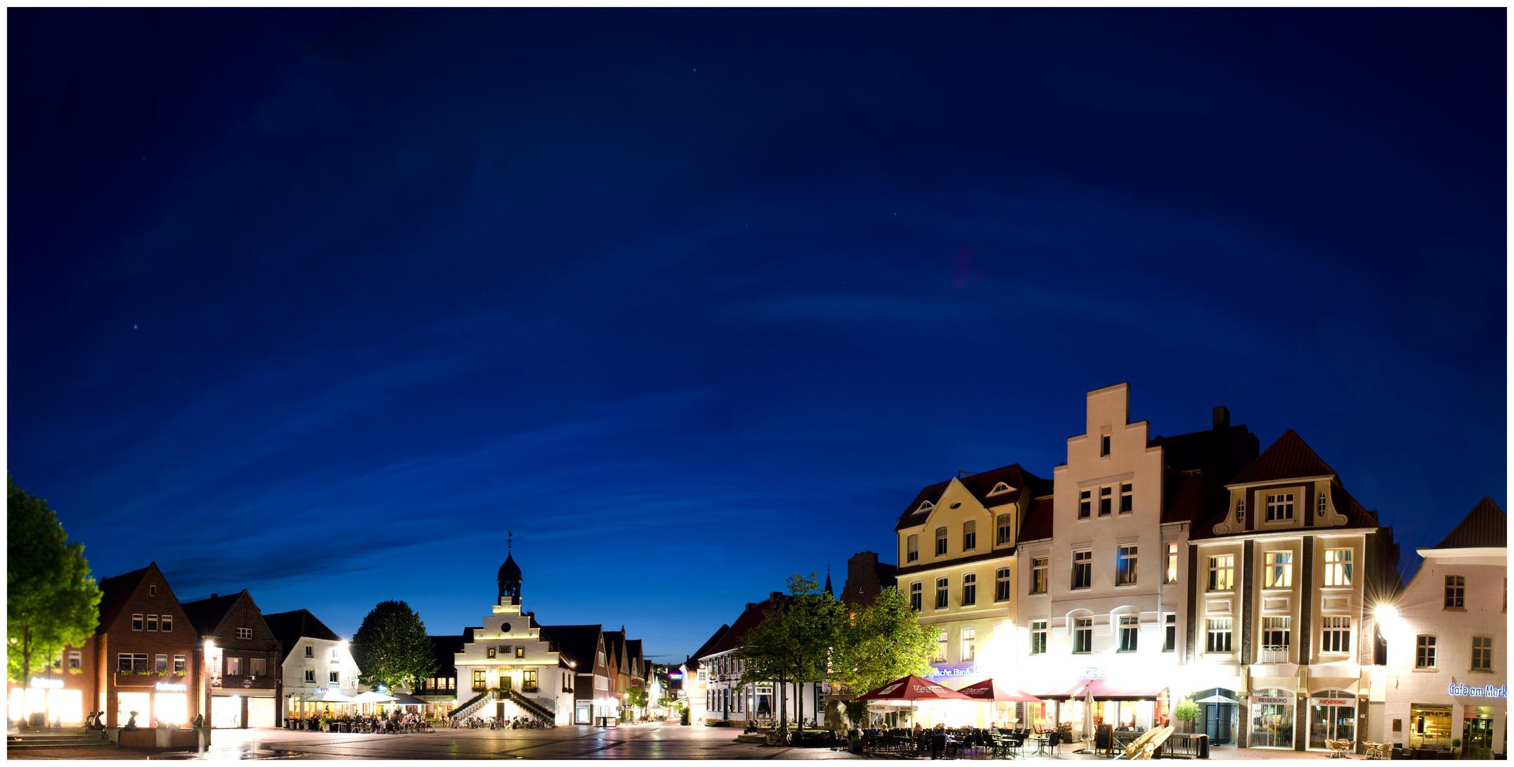 Sommerlicher, abendlicher Blick auf den Marktplatz Lingen