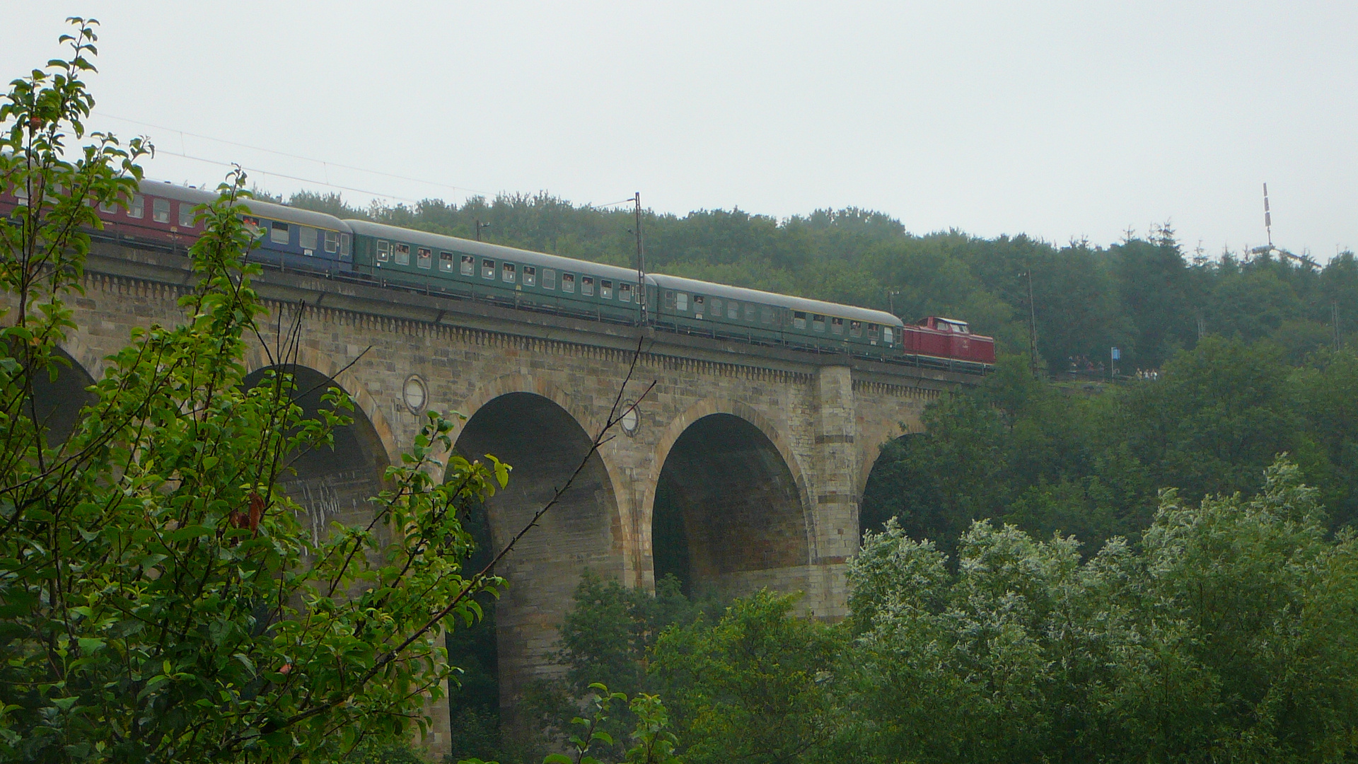 Sonderzug mit der 211 auf dem Altenbekener Viadukt