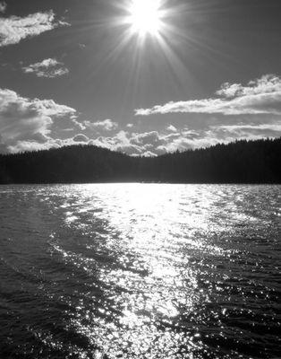 Sonne am Stausee