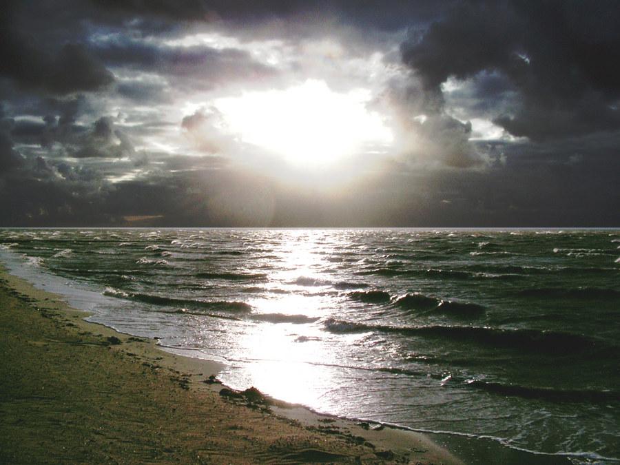 Sonne auf der aufgewühlten See
