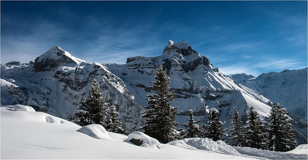 Sonne, Berge und Schnee