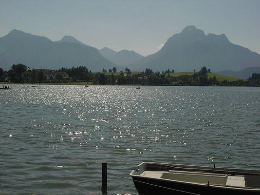 Sonne, Boot und Berge