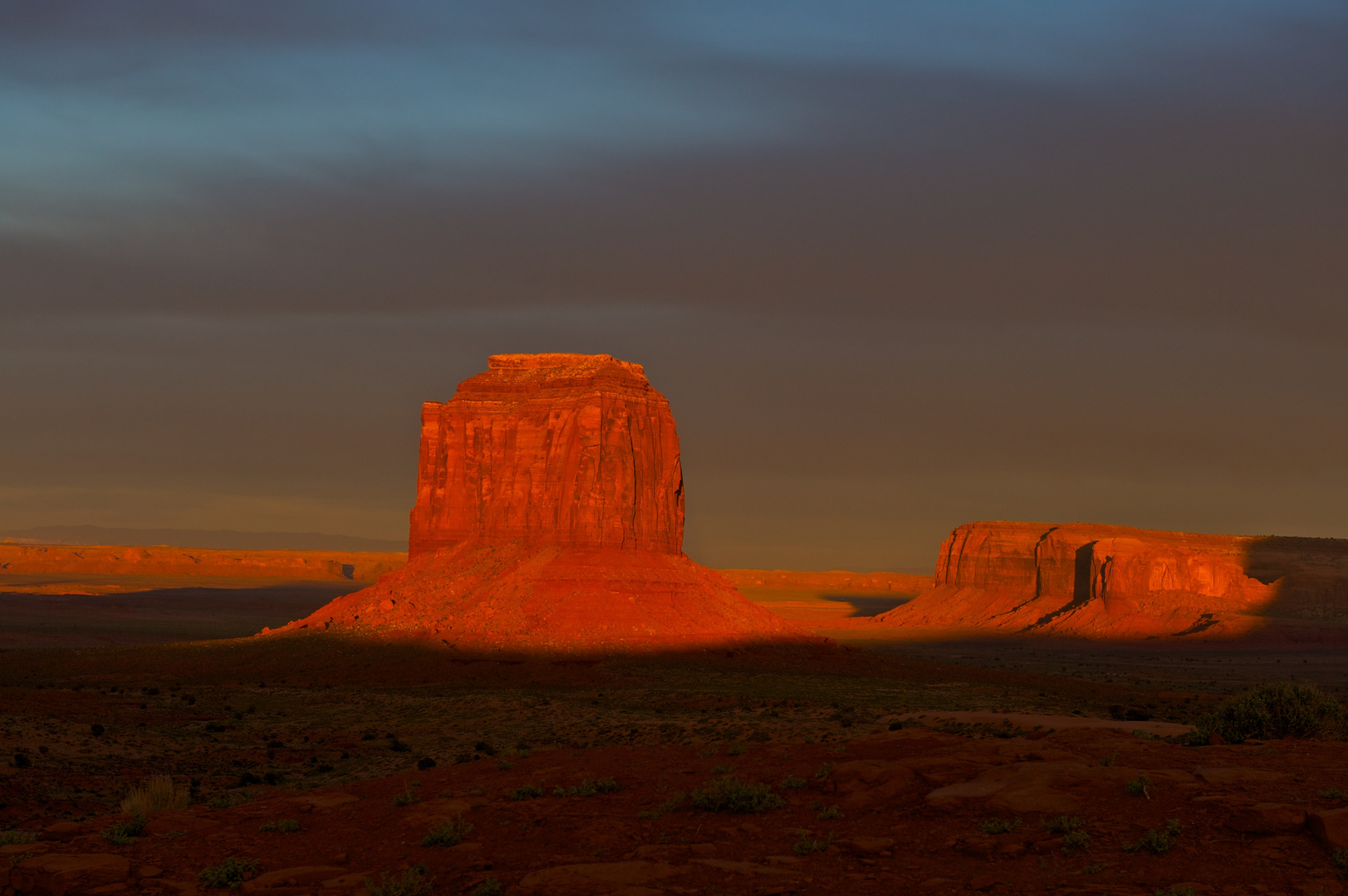Sonne geht im Monument Valley