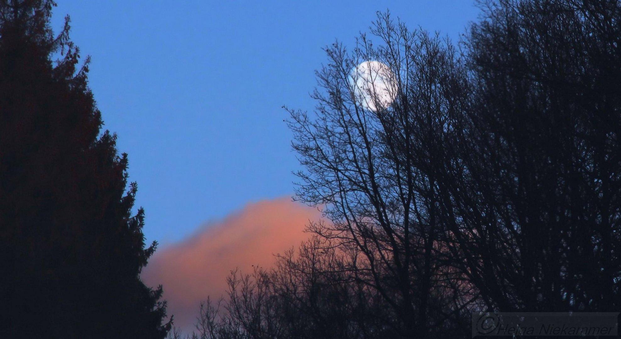 Sonne grüßt Mond!