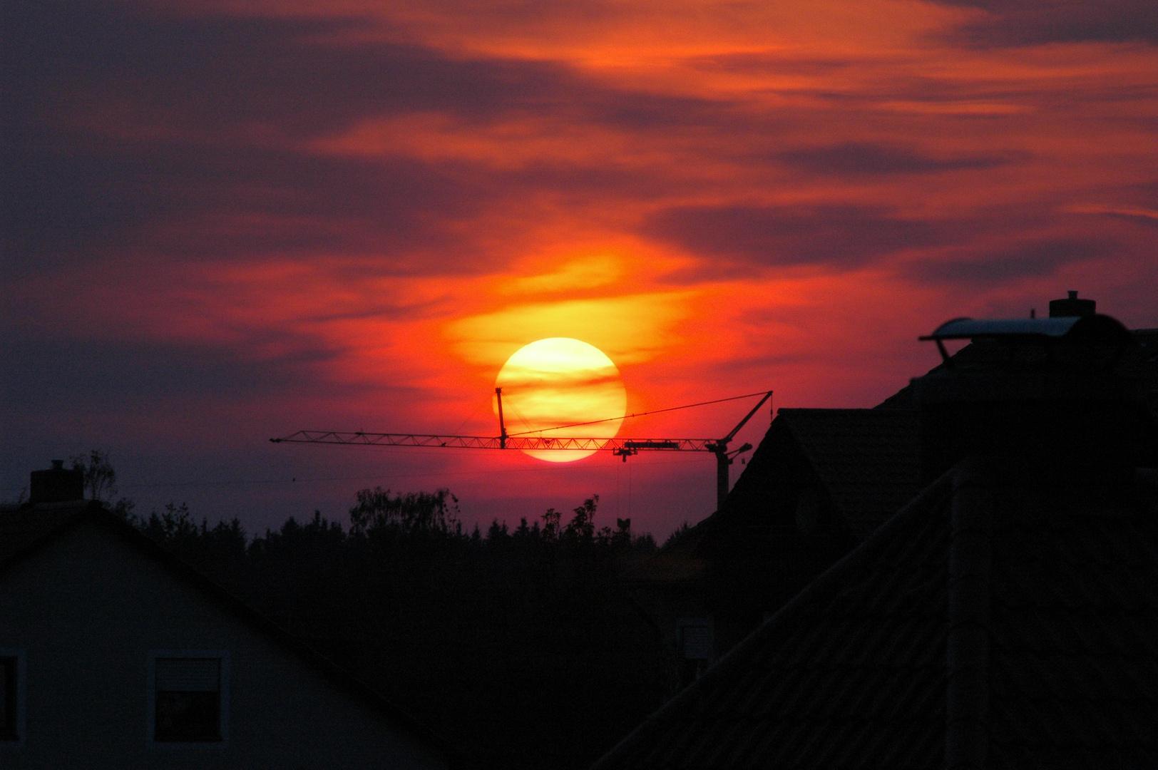 Sonne hinter Kran
