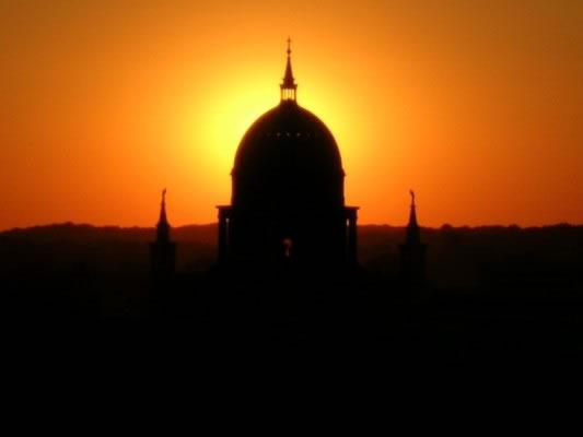 Sonne hinter Nicolaikirche