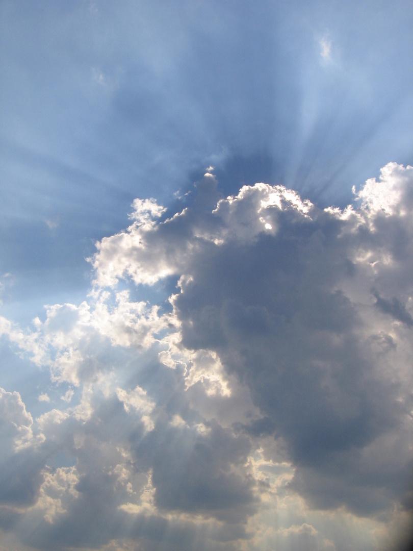 Sonne hinter Wolke