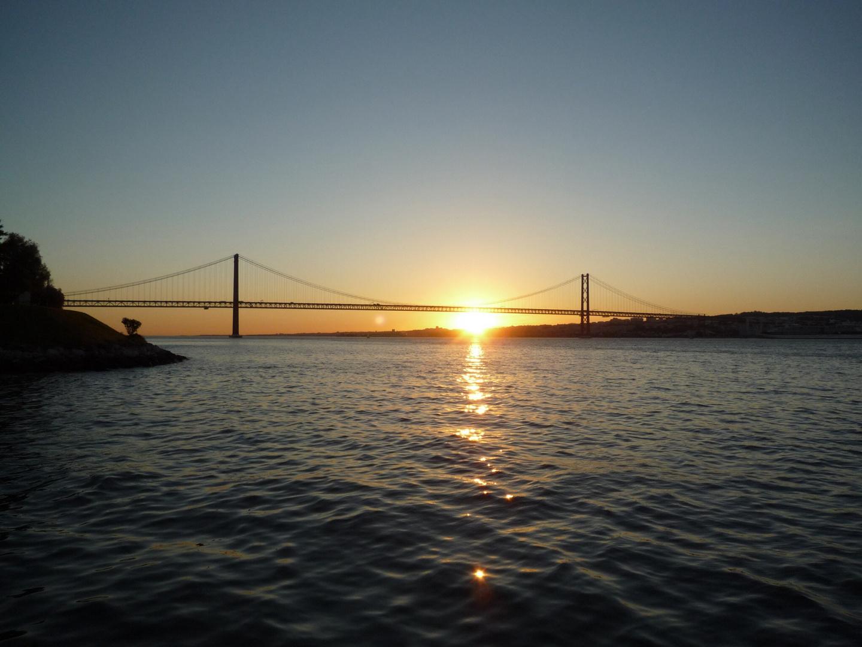 Sonne hintergeht Brücke
