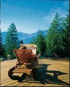 Sonne tanken inmitten der Tiroler Bergwelt