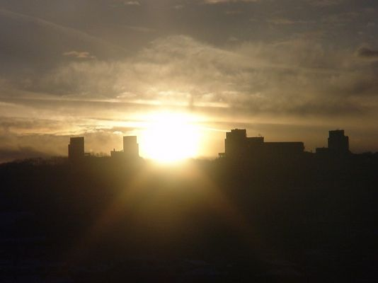 Sonne über Wtals UNI