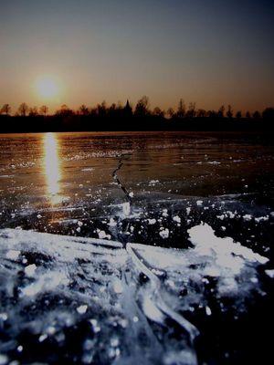 Sonne und Eis auf der Donau
