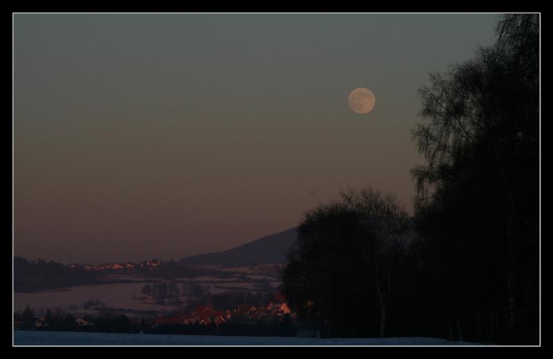 Sonne und Mond.