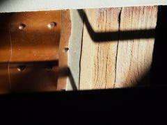 Sonne und Schatten mit Holzmuster