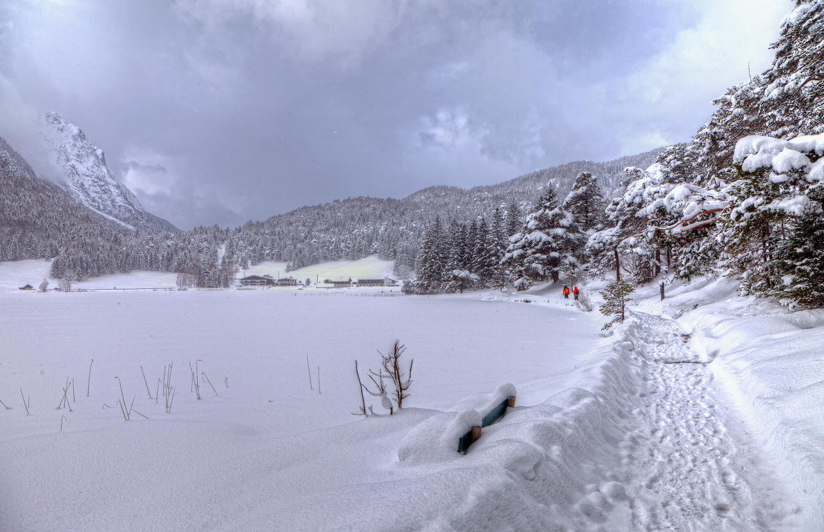 Sonne und Schneefall