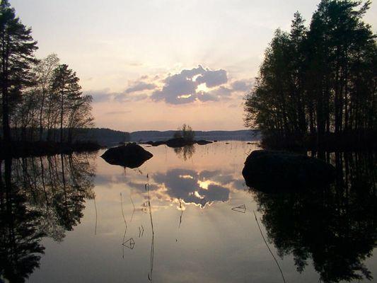 Sonne Wolke und See