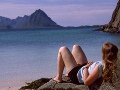 Sonnebaden auf den Lofoten