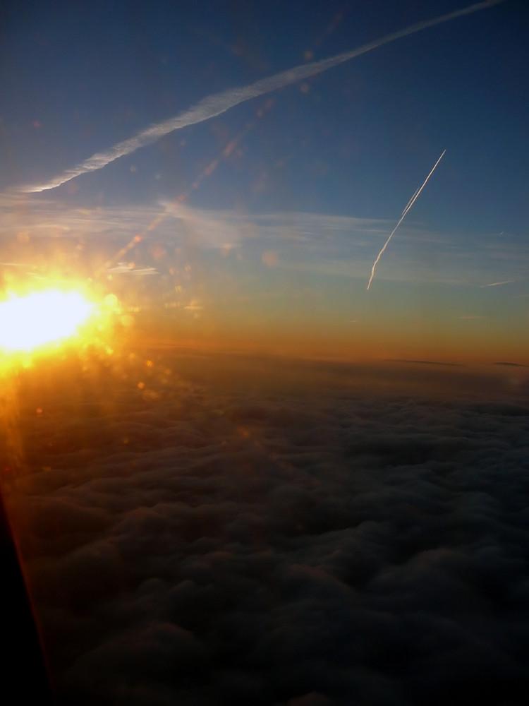 Sonnenaufgang 10.000 Meter über dem Meer...