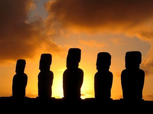 Sonnenaufgang am Ahu Tongariki (Osterinsel)