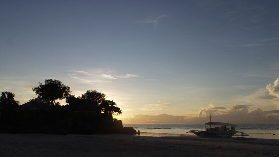 Sonnenaufgang am Alona Beach
