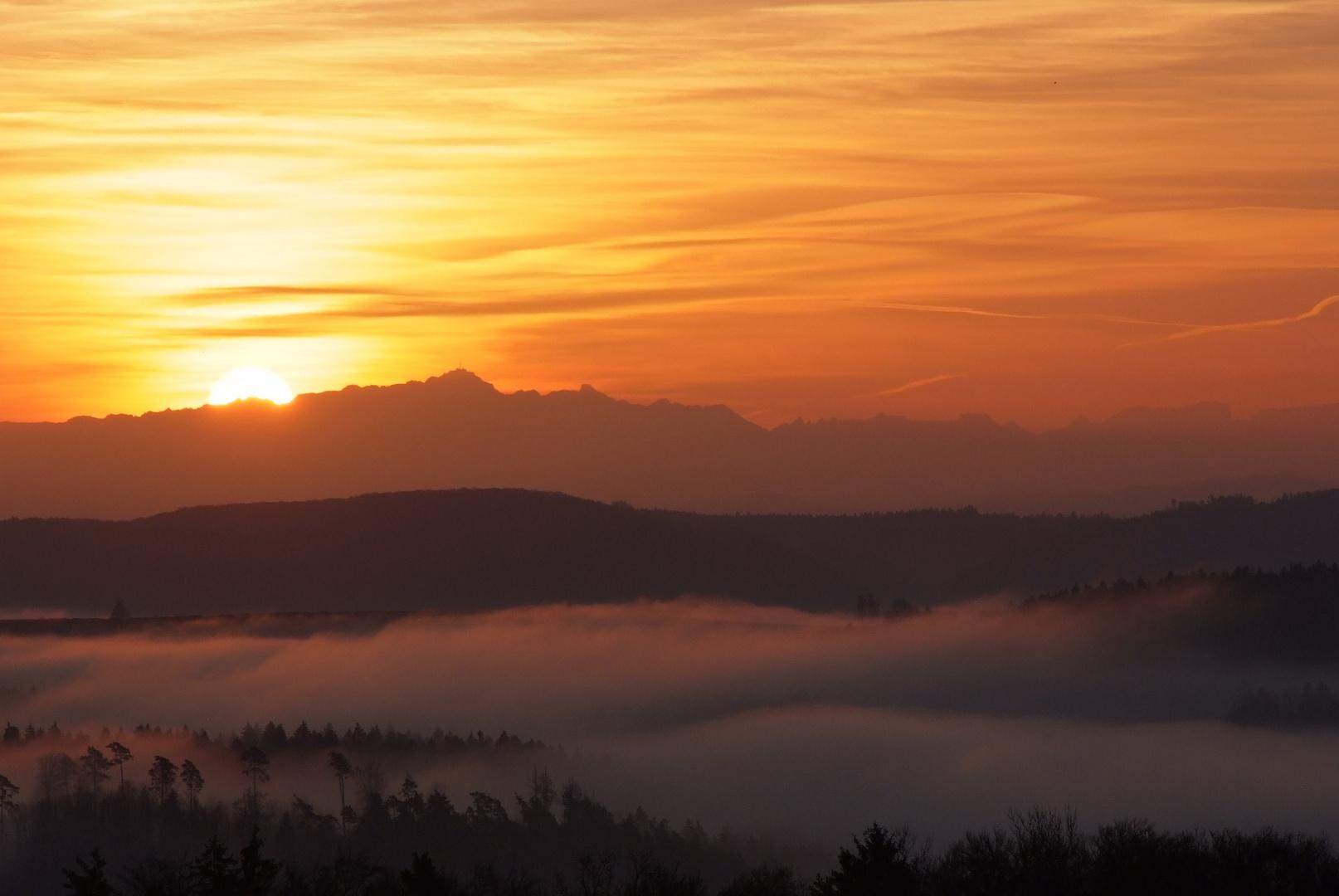 Sonnenaufgang am Alpenrand