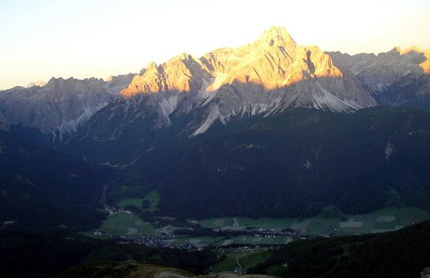Sonnenaufgang am Helm Pustertal 2420 m 1. 9. 2006