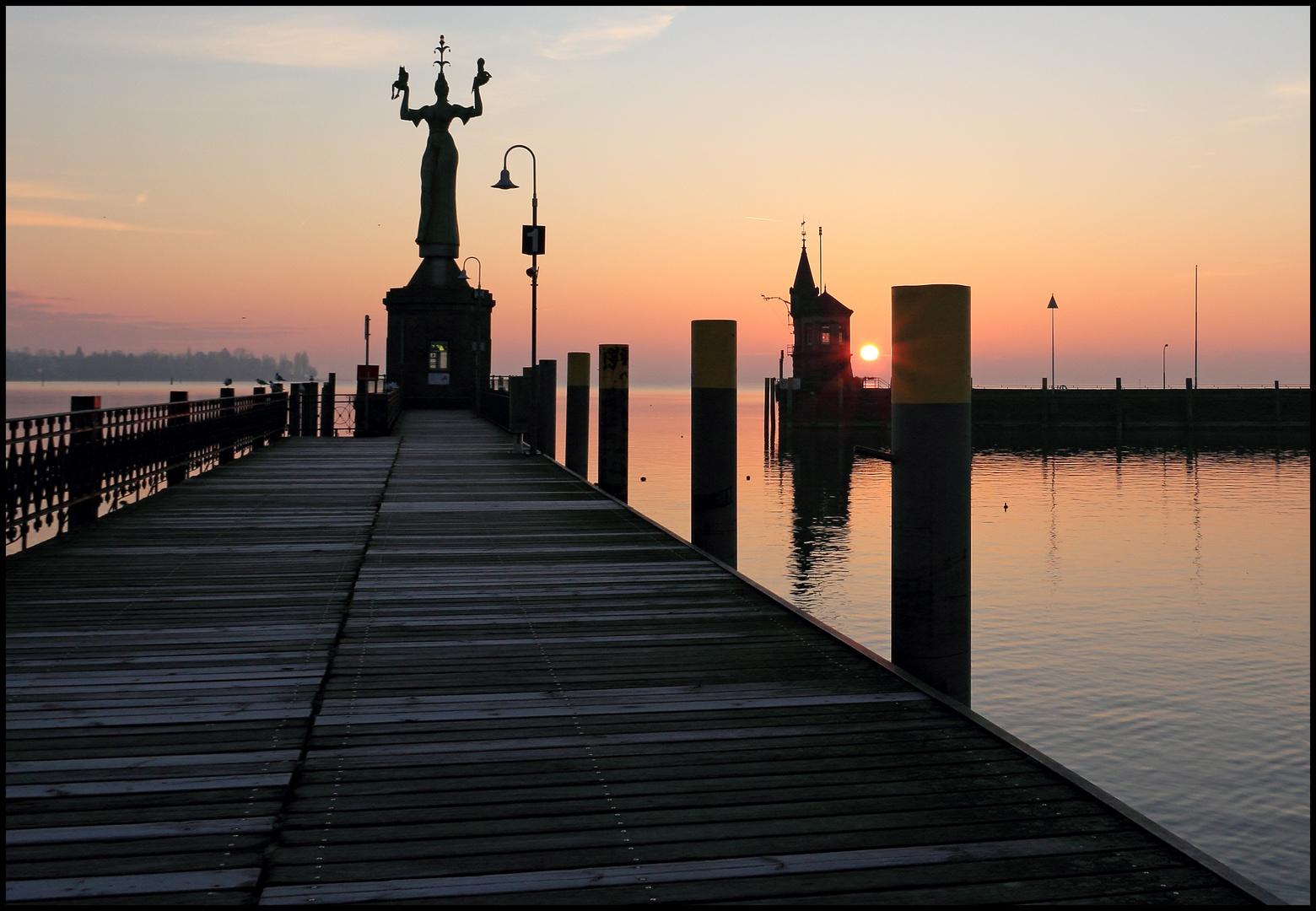 Sonnenaufgang am Konstanzer Hafen