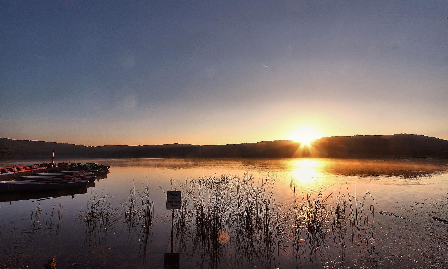 Sonnenaufgang am Laacher See No. 2
