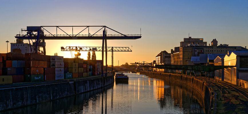 Sonnenaufgang am Osthafen